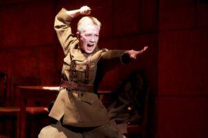 Спектакль «Лир» в театре «Приют комедианта». Когда Богомолов еще не был таким, но был тем самым…