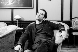 Read more about the article Элемент чудесного. Максим Севриновский о театре, красоте, диванах и тюленях
