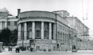 Когда появился первый московский публичный театр? Путешествие в историю театра МОСТ