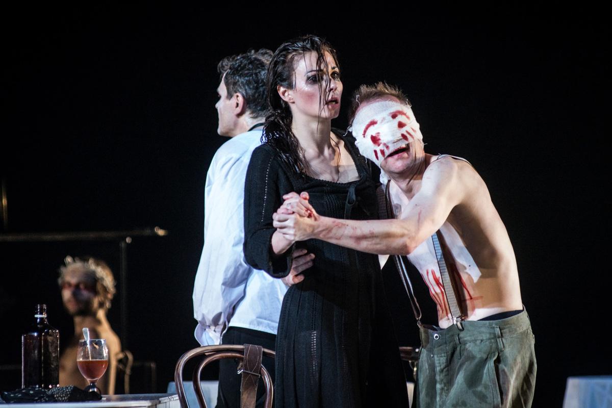 «Господи, обними меня – и я стану белым, как снег!»: «Барабаны в ночи» на сцене театра им. А.С.Пушкина