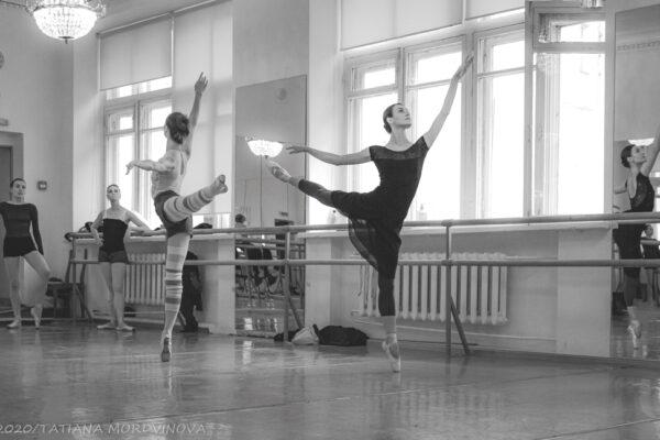 Трудовые будни артистов балета. Фоторепортаж с репетиции «Лебединого озера»