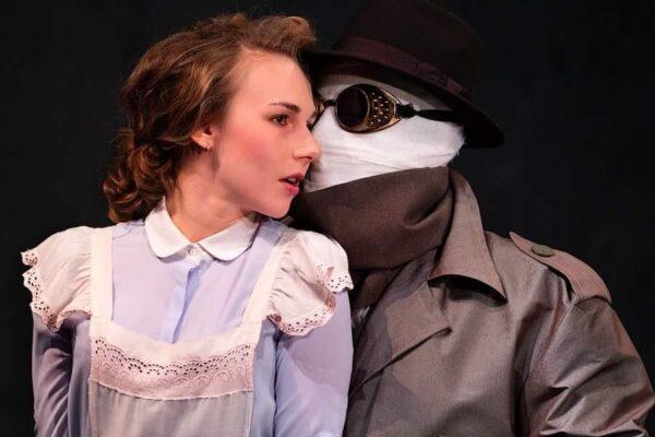 В гостях у психологической сказки. Спектакль «Деревянный мальчик и мясная женщина» в театре «Модерн»