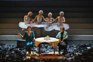 «Время секонд хэнд» Омского театра драмы на Платоновском фестивале