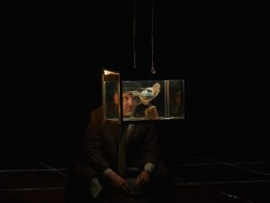 «Я работаю мою работу!». Моноспектакль «Макс Блэк, или 62 способа подпереть голову рукой» в Электротеатре Станиславский