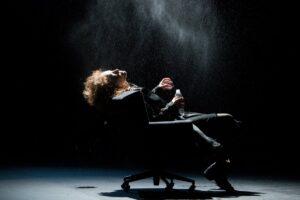 Спасение утопающих. Иван Поповски поставил в Мастерской Фоменко пьесу о благих намерениях