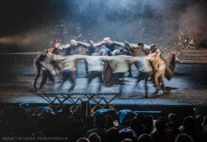 Read more about the article Любовь победит смерть. Спектакль «Бульба. Пир» в Театре на Малой Бронной