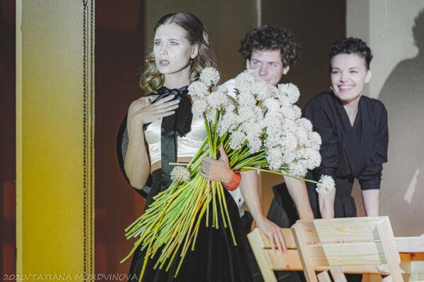 Хочется любить как Ромео и Джульетта… Премьера постановки Евгения Марчелли «Дачники» в театре им. М. Ермоловой