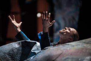 Только в безумии счастье и мудрость. Спектакль «Мелкий бес» в Театре Романа Виктюка
