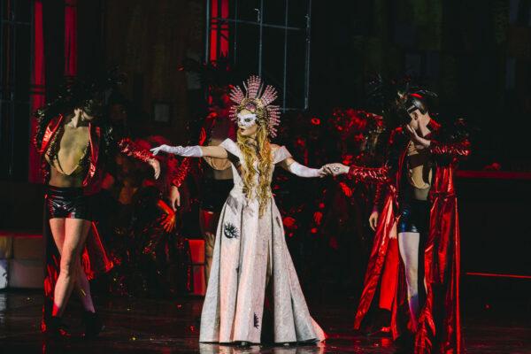 Премьера оперетты «Летучая мышь» в Мюзик-Холле: классическое звучание в искрящейся обертке