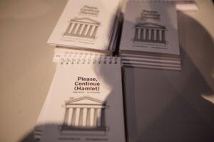 Read more about the article Встать! Суд идет! Онлайн спектакль «Пожалуйста дальше (Гамлет)»