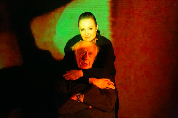 Смысл в том, что смысла нет: «Мама» Ильи Мощицкого в Театре им. Ленсовета