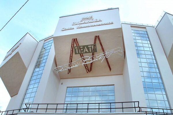Денис Азаров объявил планы Театра Романа Виктюка на два сезона