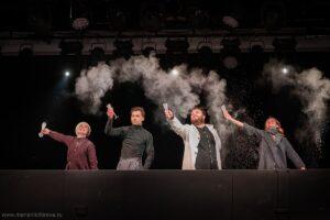 «Близкие друзья» – спектакль-предупреждение в театре «Сатирикон»