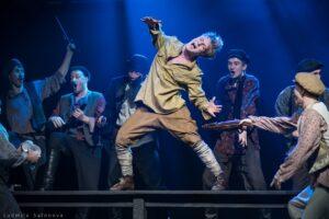 Надоело воевать! Спектакль «Страсти по Бумбарашу» в Театре Олега Табакова