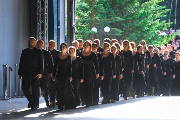Любовь и удивление на рассвете: хор Parma Voices на Дягилевском фестивале