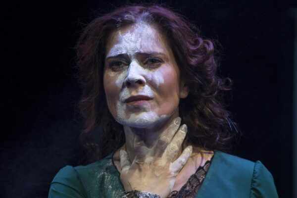 Я/МЫ Эмма. Спектакль «Бовари» в Театре Вахтангова