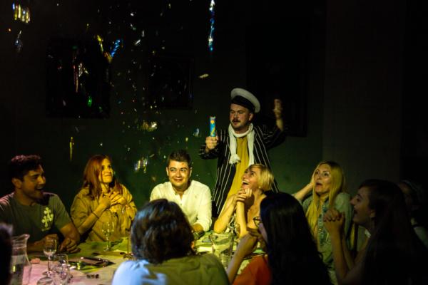 Дух эпохи: спектакль «12 стульев. фан фикшн» в рамках выставки «НЭП: хлеба и зрелищ!»