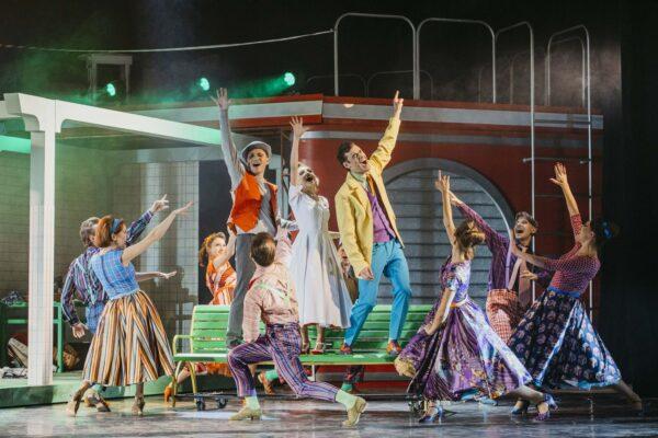 Мюзикл «Винил» в Мюзик-Холле: успех стиляг на театральной сцене